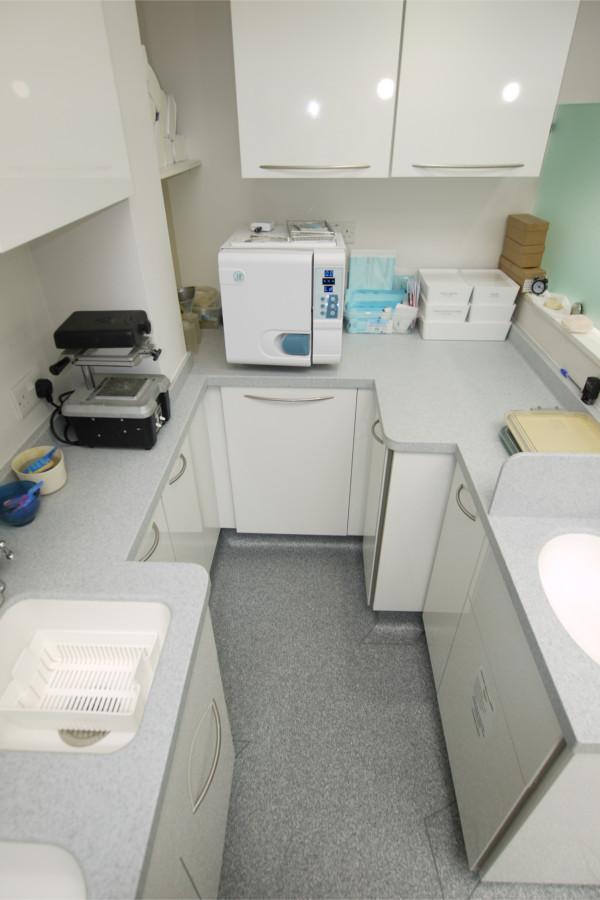 Decontamination Room Design: Sonria Dental Clinic